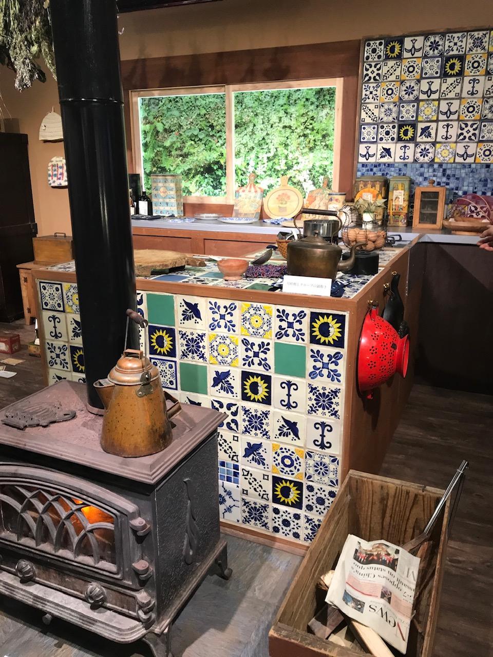 写真 キッチンと暖炉のある風景 - コピー